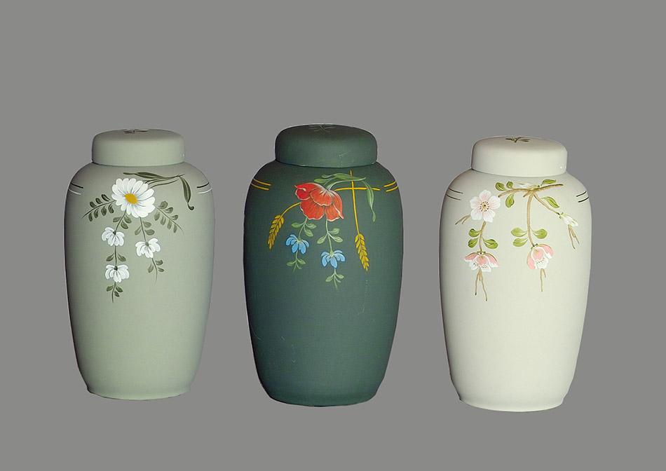 Keramik urne i ler
